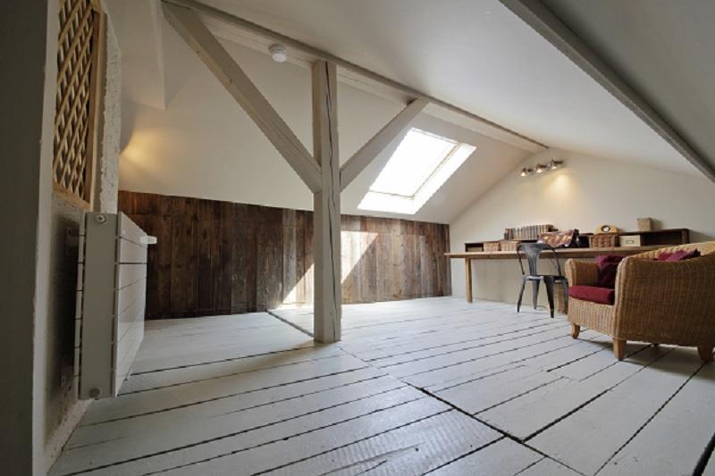 mettre en valeur une charpente apparente bienchezmoi. Black Bedroom Furniture Sets. Home Design Ideas