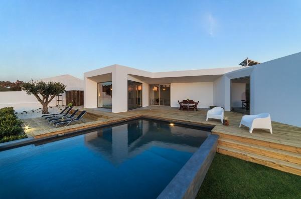 margelle piscine comparatif des mat riaux bienchezmoi. Black Bedroom Furniture Sets. Home Design Ideas