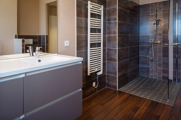 Installer une douche bienchezmoi for Amenagement salle de bain douche italienne