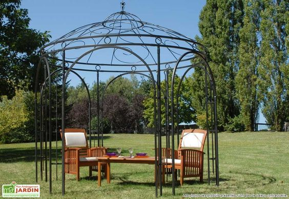 pergola en fer forg l gance et cachet bienchezmoi. Black Bedroom Furniture Sets. Home Design Ideas