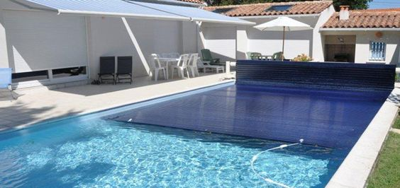Couverture de piscine b che volet ou abri bienchezmoi for Prix couverture piscine volet roulant