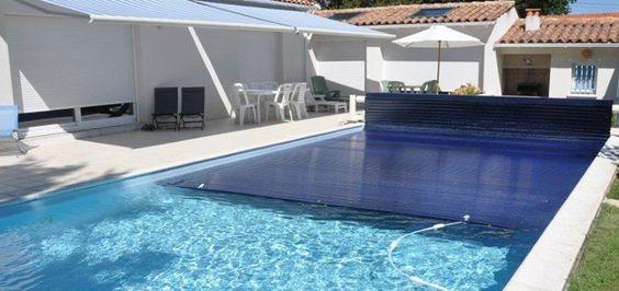 Couverture de piscine b che volet ou abri bienchezmoi for Bache chauffante solaire pour piscine