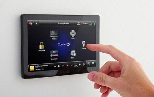boitie domotique avec écran tactile
