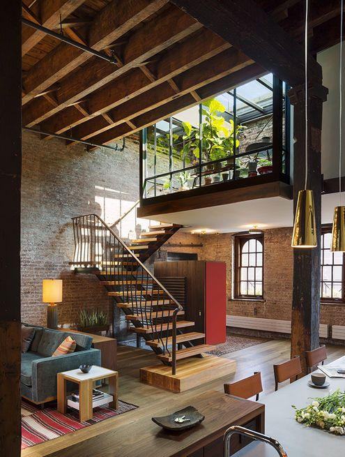 ancienne usine rénovée et aménagée en loft