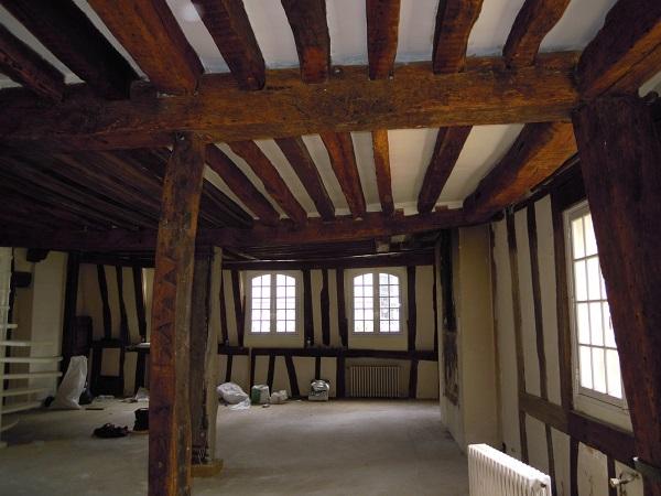 peindre des poutres anciennes top peindre les poutres. Black Bedroom Furniture Sets. Home Design Ideas