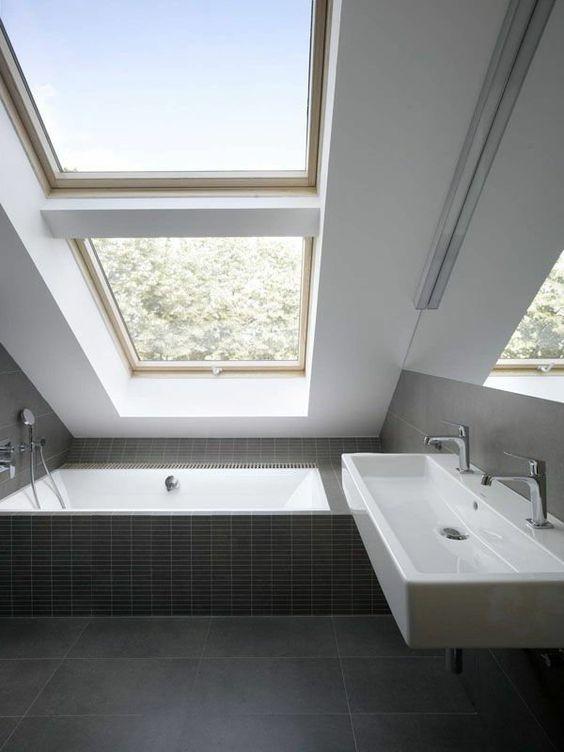 4 conseils pour une salle de bain sous les toits bienchezmoi - Salle de bain sous les toits ...