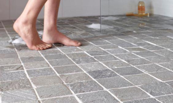 4 conseils pour une salle de bain sous les toits bienchezmoi - Comment enlever de la moisissure dans une douche ...
