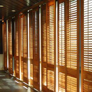 Bien choisir ses volets mod les mat riaux accessoires for Persienne bois exterieur